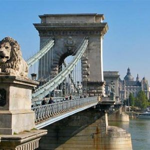 leones puente danubio