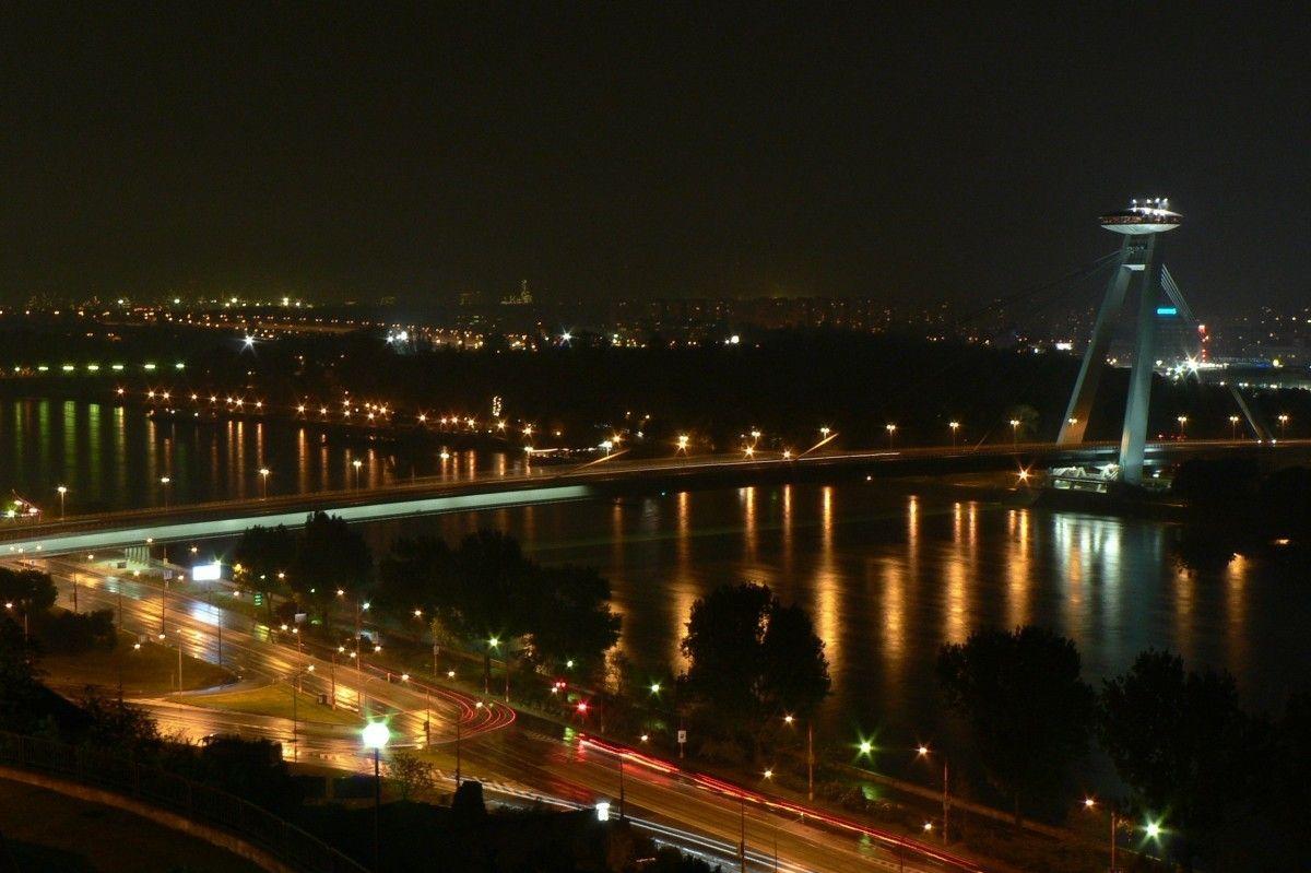 slovakia_bratislava de noche
